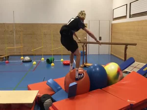 Trénink akrobatického lyžaře