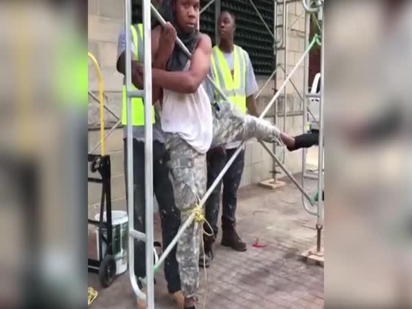 Když chytí zloděje na stavbě