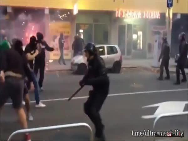 Hooligans vs. policie ve Slovinsku