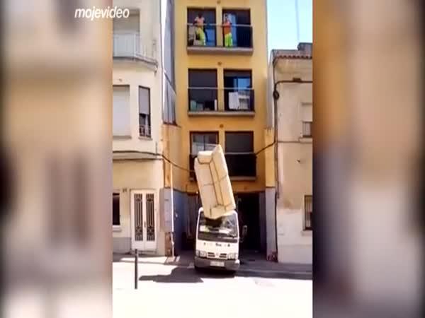 Chlapci, s tou sedačkou opatrně!