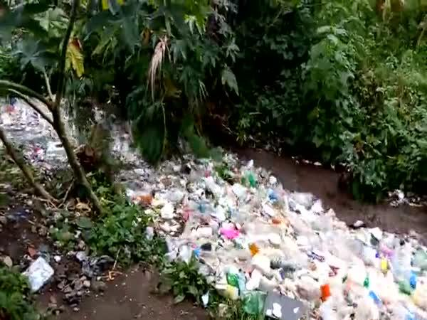 Plastová řeka