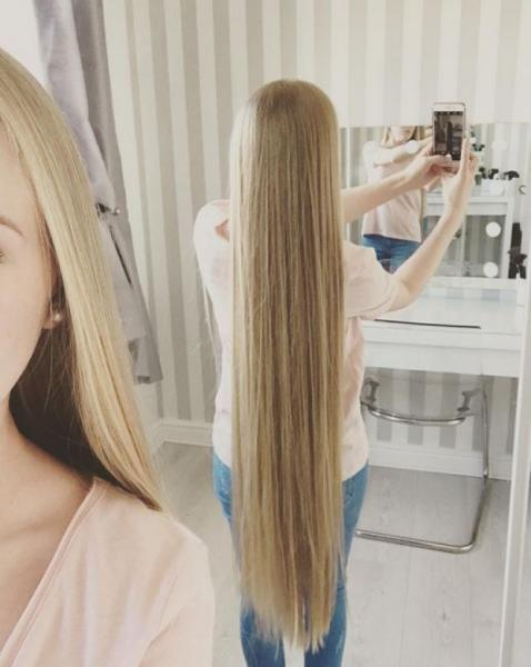 GALERIE - Dívka si nestříhala vlasy 17 let!