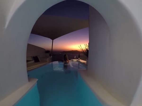 Skromná vila na ostrově Santorini