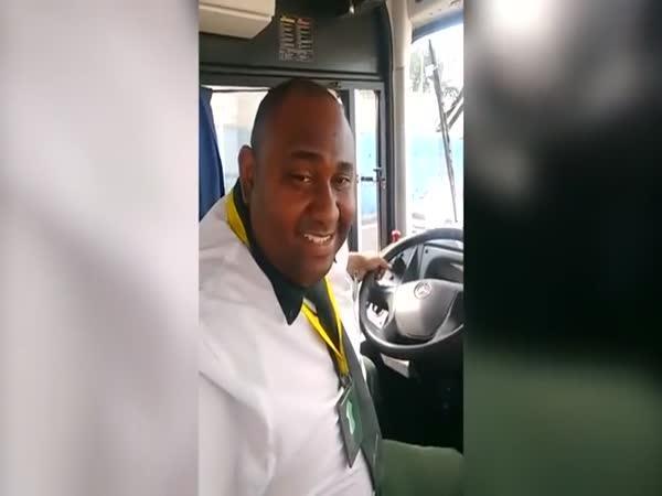 Řidičovo selfie v průběhu jízdy