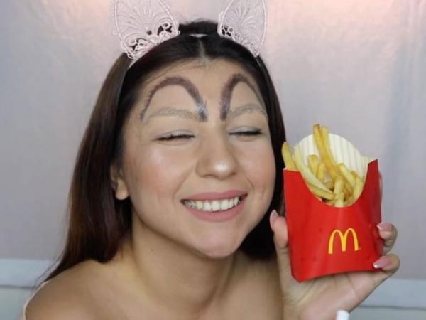 GALERIE - Obočí jako McDonald