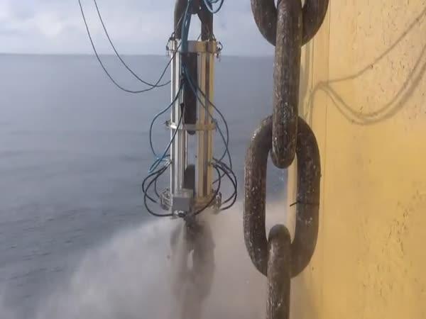 Stroj na čištění řetězu kotvy