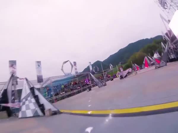 Ohromující závod s drony