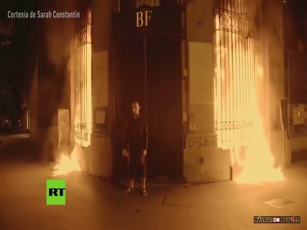 Umělec zapálí banku