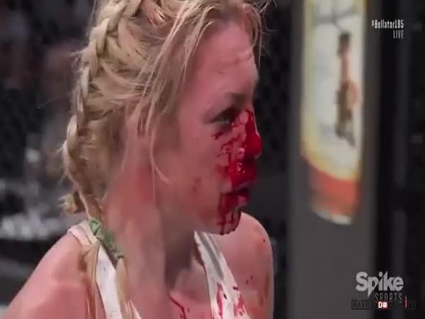 Krvavě zbitá zápasnice
