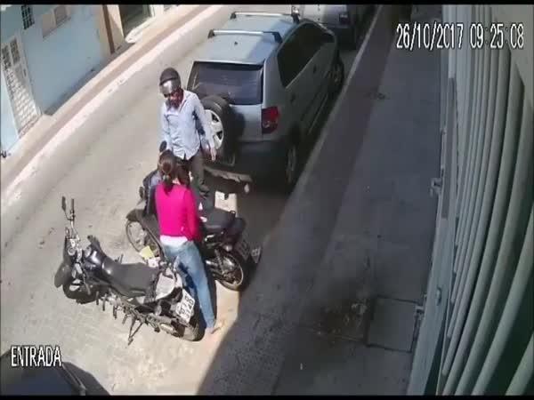 Chycený zloděj skútru