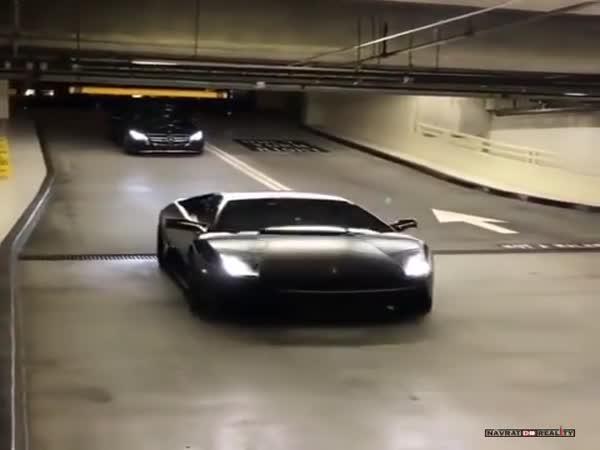 Parkování s Lamborghini