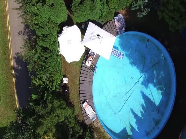 Špionážní let s dronem