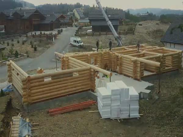 Skládání dřevěného domu