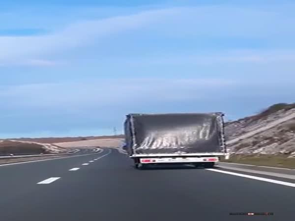 Silný vítr na dálnici v Chorvatsku