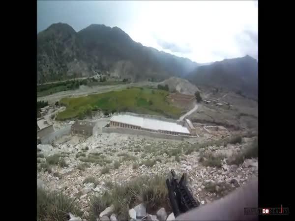 Voják přežil čtyři zásahy z kulometu