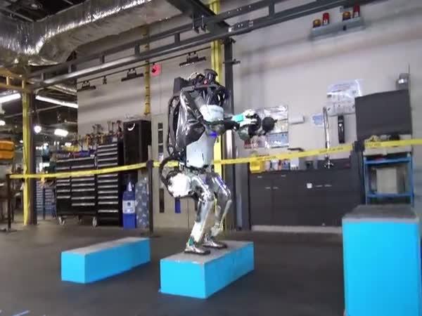 Robot se naučil skákat