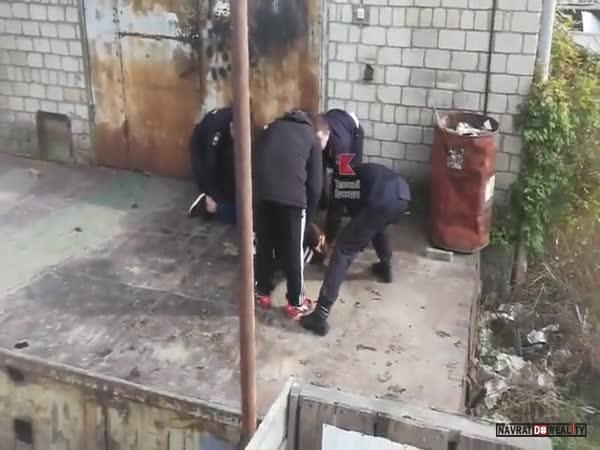 Policie vs. ruský Yamakasi