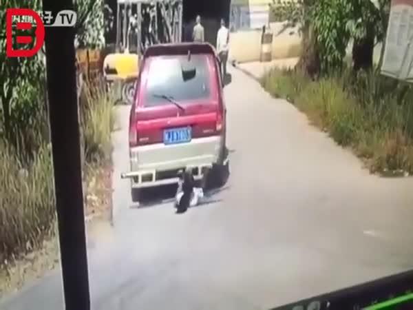 Přejetá žena v Číně