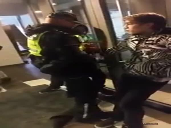 Knockoutovaný policista