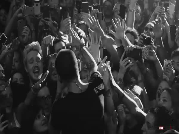 Linkin Park - Crawling (živě)