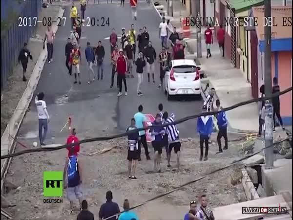 Bitka chuligánů v Kostarice