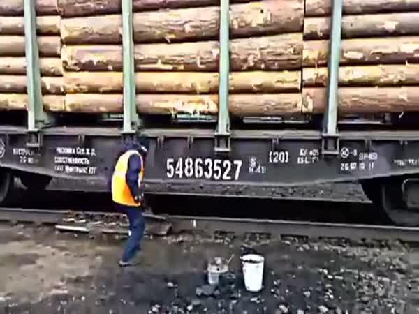 Ruční brzdění naložených vagónů (Rusko)