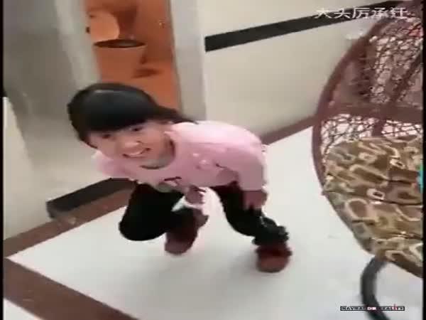 Otec si dělá legraci z dcery