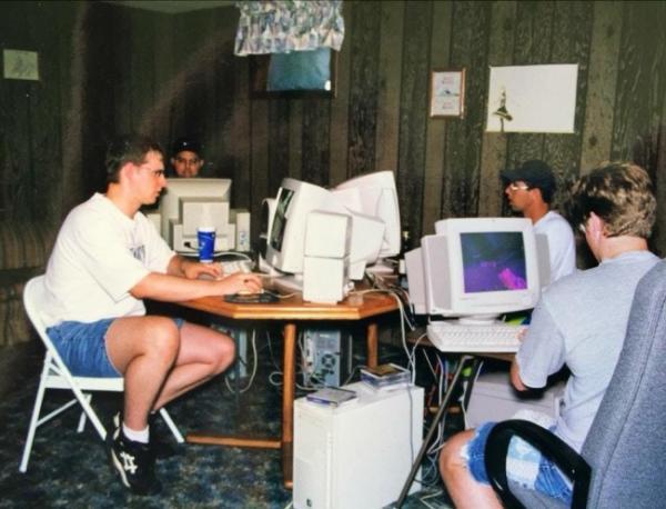 GALERIE - Nostalgické fotky z 90. let