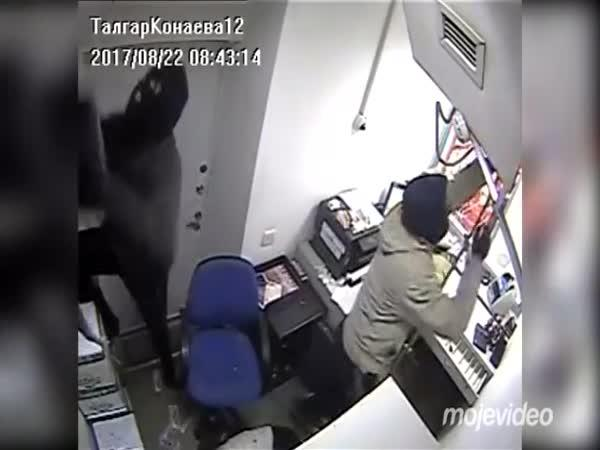 Lupiči vykradli banku ze shora (Rusko)