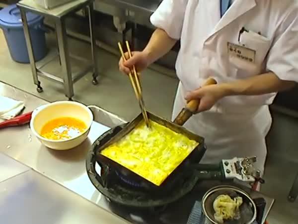 Výroba tradiční japonské omelety