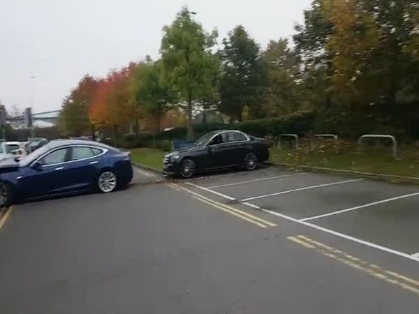 Tesla přeskočila Mercedes