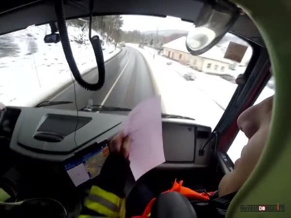 Záchrana řidiče na Karlovarsku