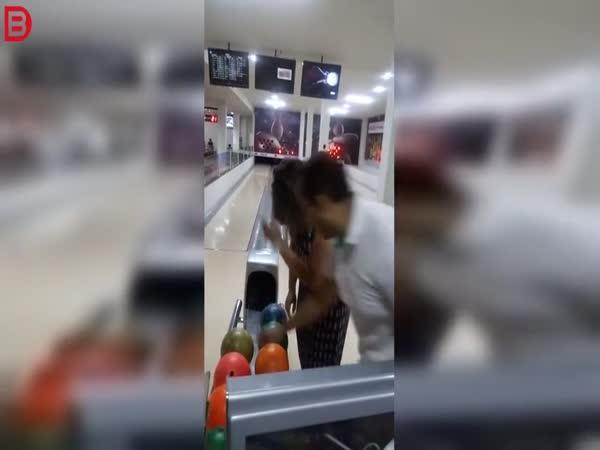 Poprvé na bowlingu