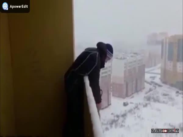 Rusko: Skok s otevřeným padákem