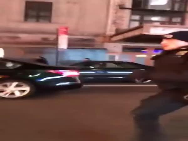 Neukázněný řidič na Times Square