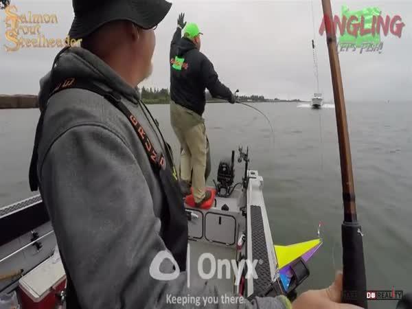 Srážka lodí na řece Columbia