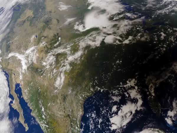 Zatmění Slunce ze satelitu GOES-16