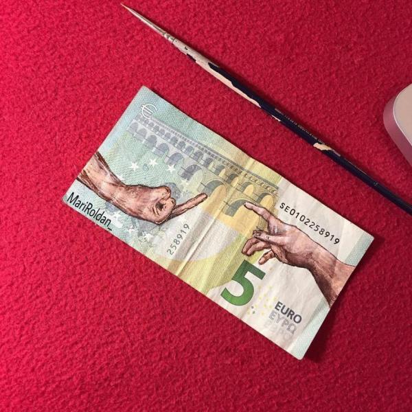 GALERIE - Eurobankovky jako plátno