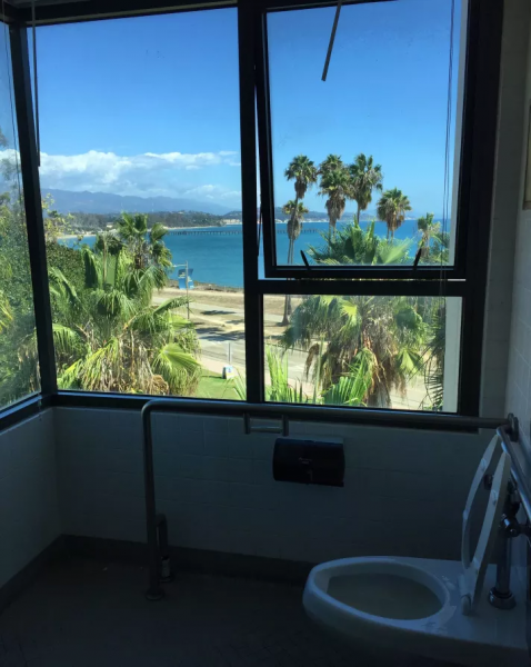 GALERIE – Toalety s nejlepším výhledem na světě