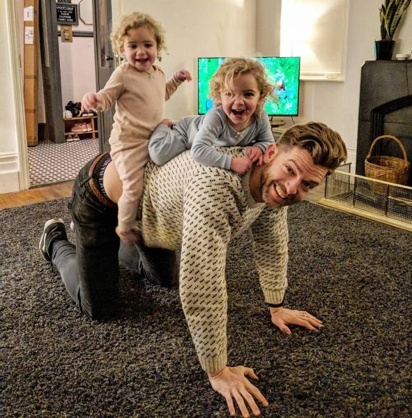 GALERIE – Otec 4 dcer si získal Instagram