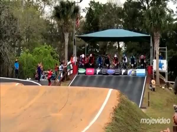 Nepovedený start při BMX závodu