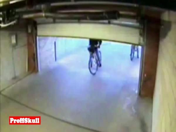 Vtipné záběry z bezpečnostních kamer