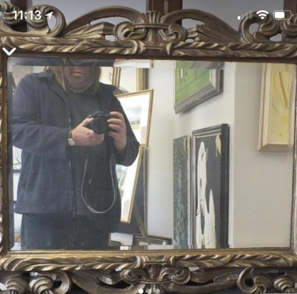 GALERIE – Lidé, co se snaží prodat zrcadlo