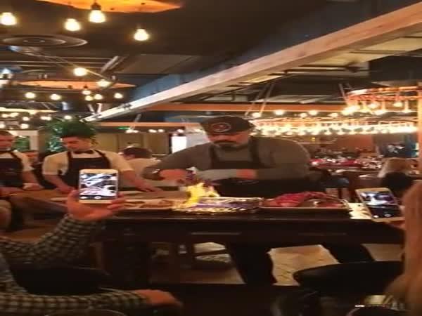 Grill show v brazilské restauraci