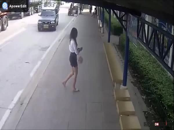 Výstup z autobusu v Thajsku