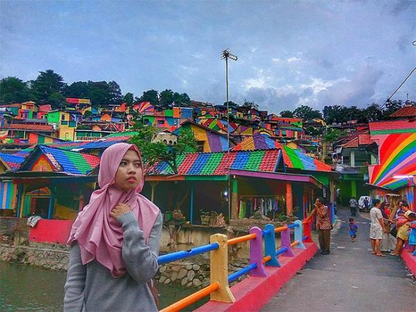 GALERIE – Jedinečná duhová vesnička v Indonésii
