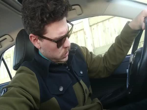 Když ti přidělí služební auto