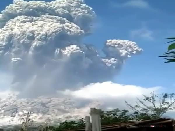 Erupce sopky Mt. Sinabung