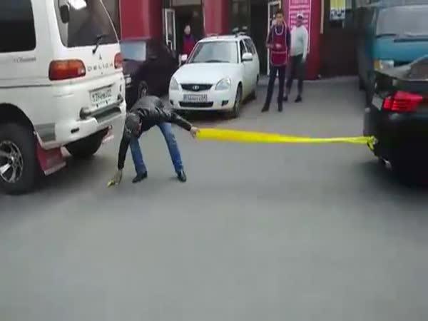 Přetahování dvou aut