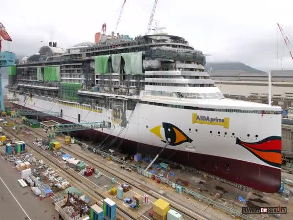 Timelapse: Výstavba výletní lodi